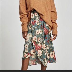 Zara floral print midi wrap skirt. Worn once
